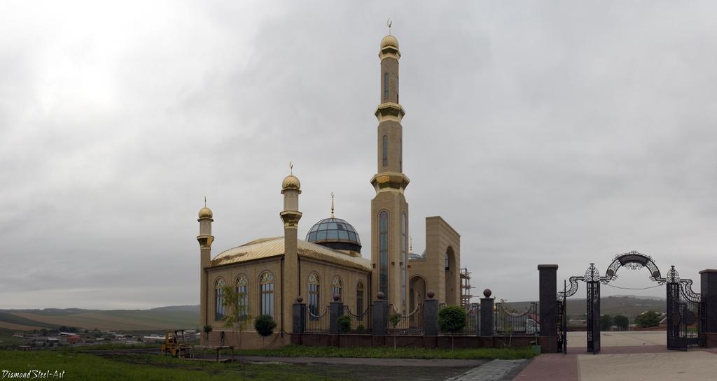 Сурхахи. Мемориальный комплекс, посвященный памяти Батал-Хаджи Белхароеву