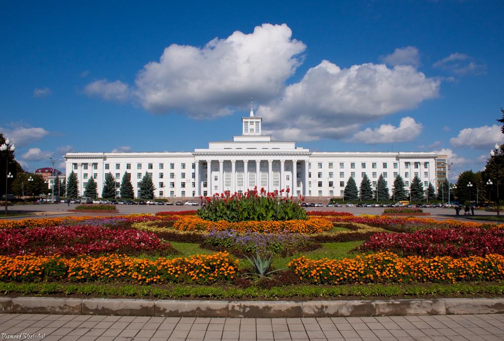 Нальчик. Здание Правительства Кабардино-Балкарской Республики