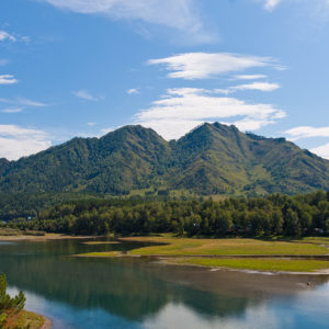 Чемальская ГЭС - Чемальское водохранилище, вид на гору Верблюд.