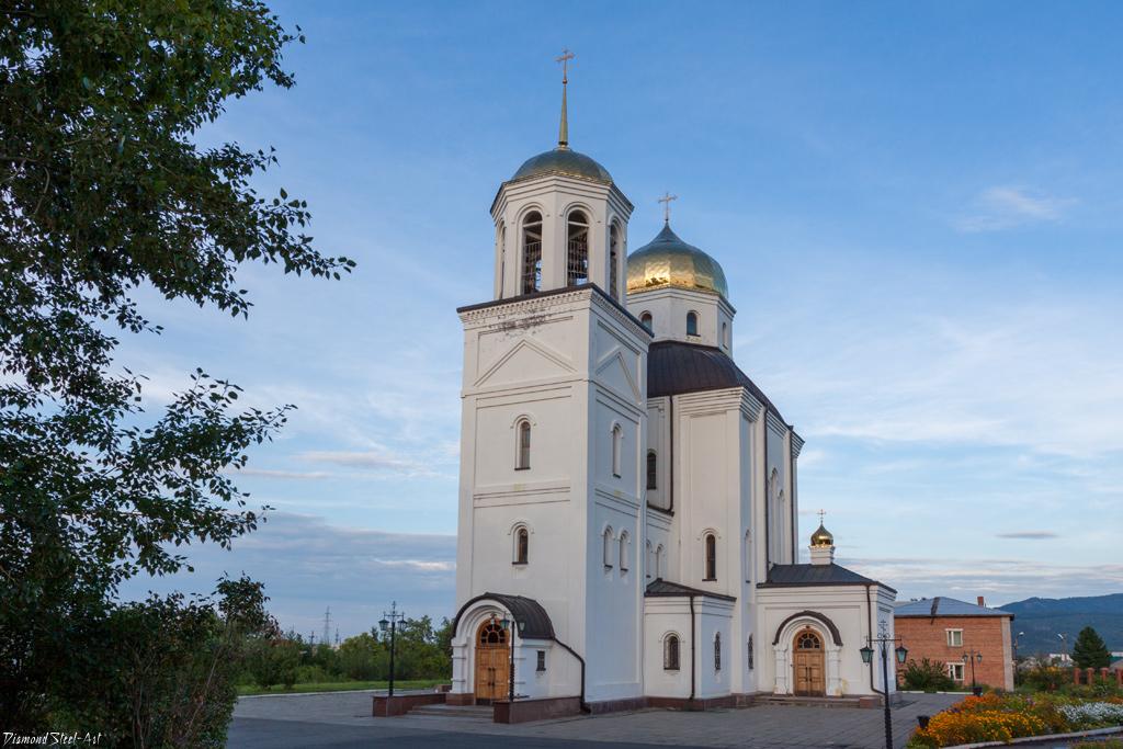 Саяногорск. Церковь Троицы Живоначальной