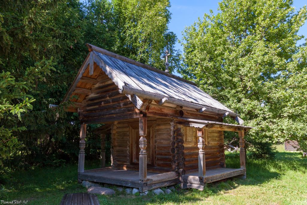 Великий Новгород. Часовня из деревни Гарь в музее деревянного зодчества Витославлицы