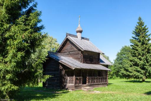 Великий Новгород. Церковь Успения Пресвятой Богородицы из Никулино в музее деревянного зодчества Витославлицы